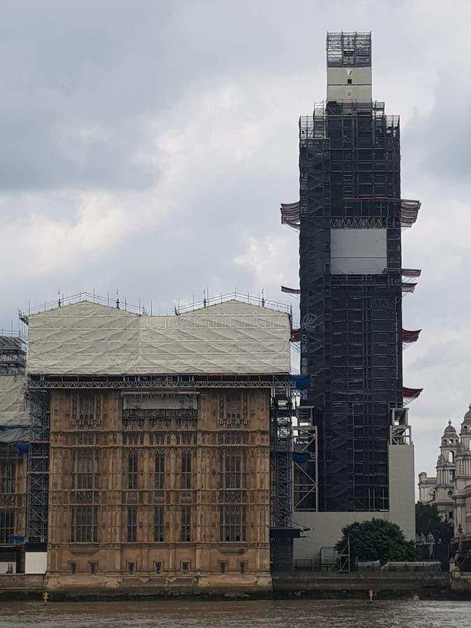 Восстановление большого Бен & парламента Великобритании стоковая фотография rf