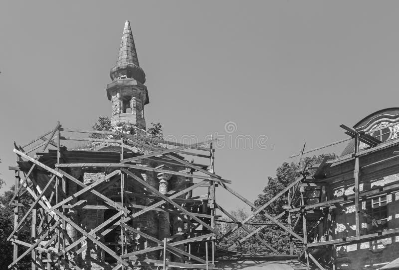 Восстановление разрушенной старой православной церков церков стоковая фотография rf