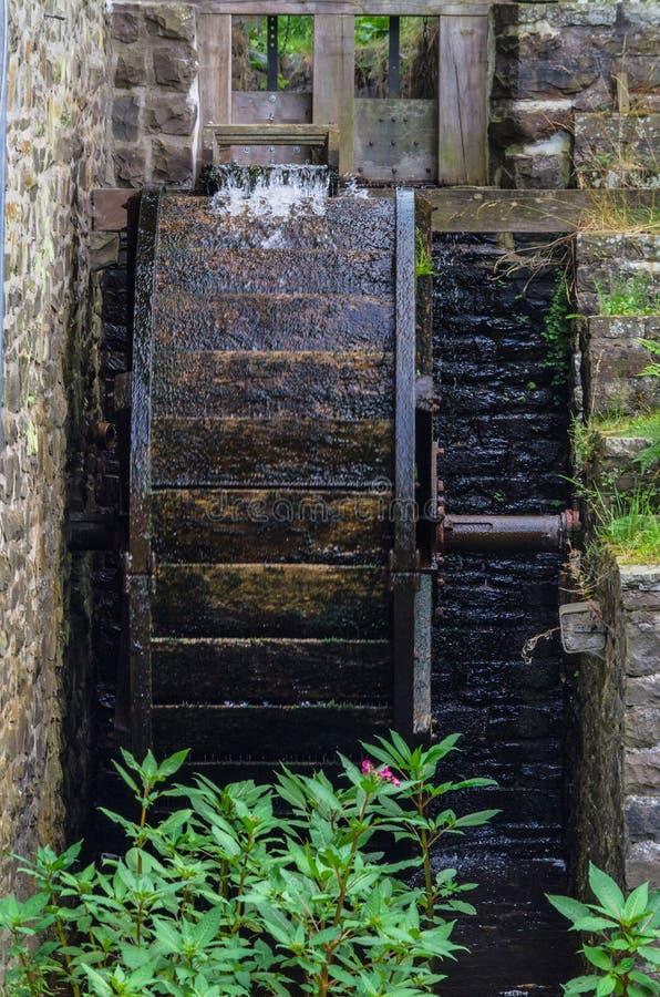 Восстановленное колесо мельницы старой водяной мельницы стоковое фото rf