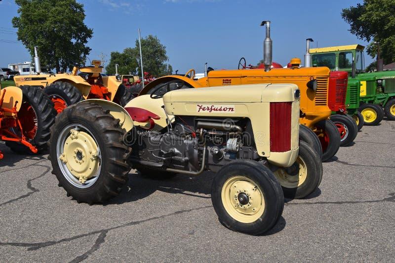 Восстановленный старый трактор Ferguson стоковое изображение rf