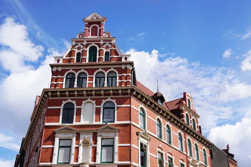 Восстановленное здание historicist красного кирпича в Германии стоковое изображение rf