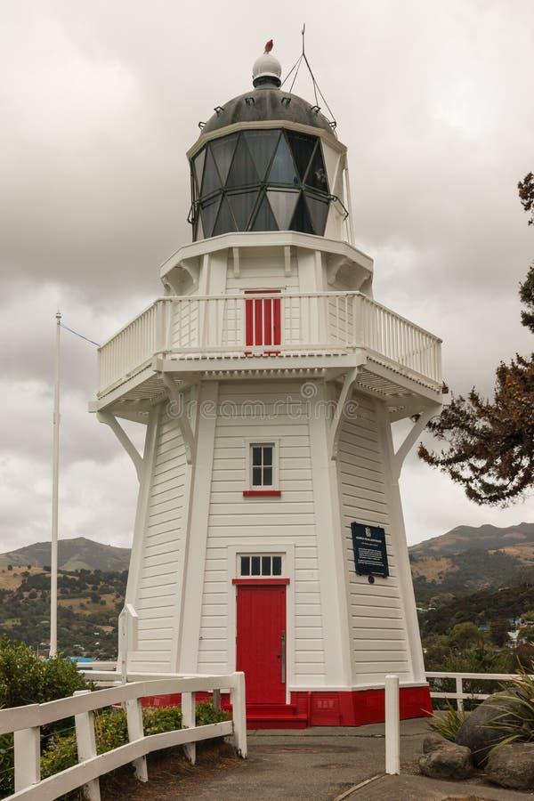 Восстановленный деревянный маяк в Akaroa на полуострове банков стоковое изображение rf