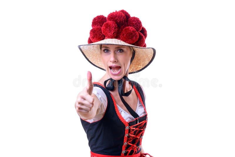Восторженная смеясь над молодая женщина черного леса стоковое фото