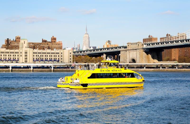 восточная вода таксомотора реки nyc стоковое изображение rf