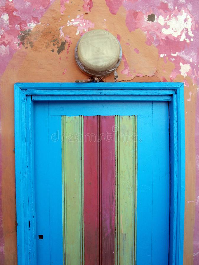 Восточная дверь в голубой и розовой детали стоковые фотографии rf