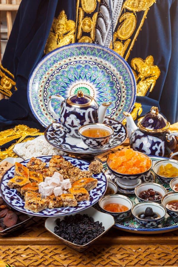 Восточные помадки с чаем стоковые изображения
