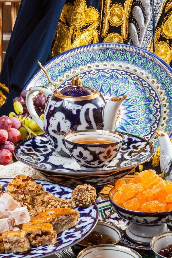 Восточные помадки с чаем стоковая фотография