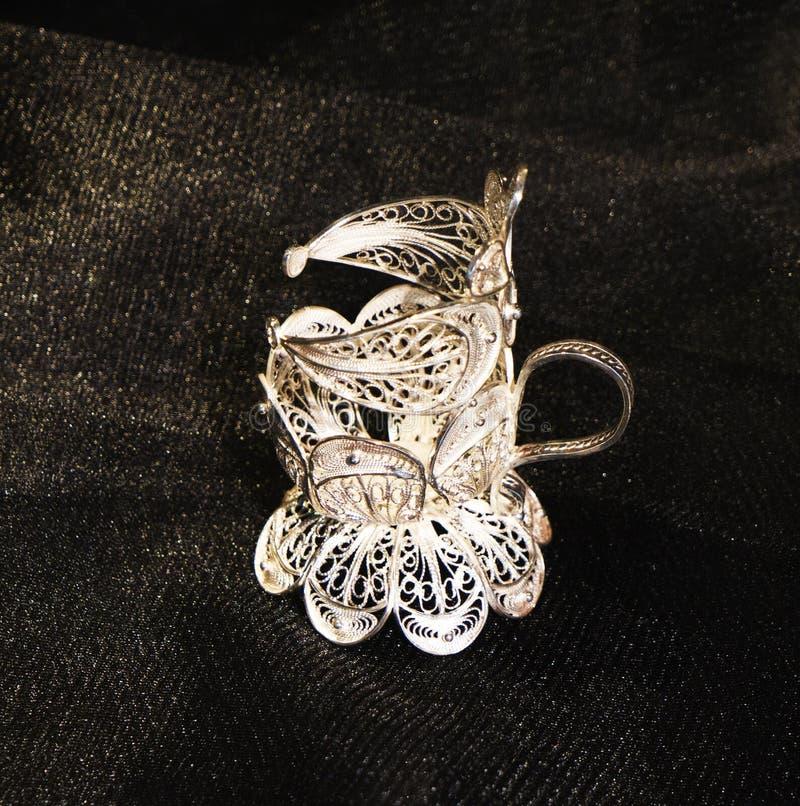 Восточные турецкие ювелирные изделия золота handmade Держатель золотой чашки стоковая фотография