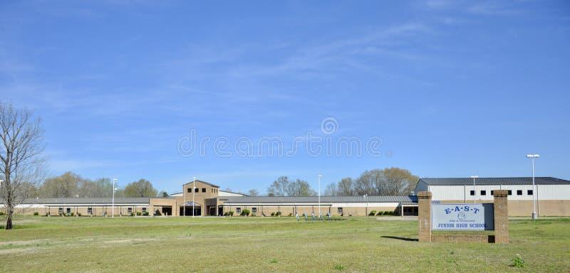 Восточный ландшафт средних старших классов средней школы, Somerville, TN стоковая фотография rf