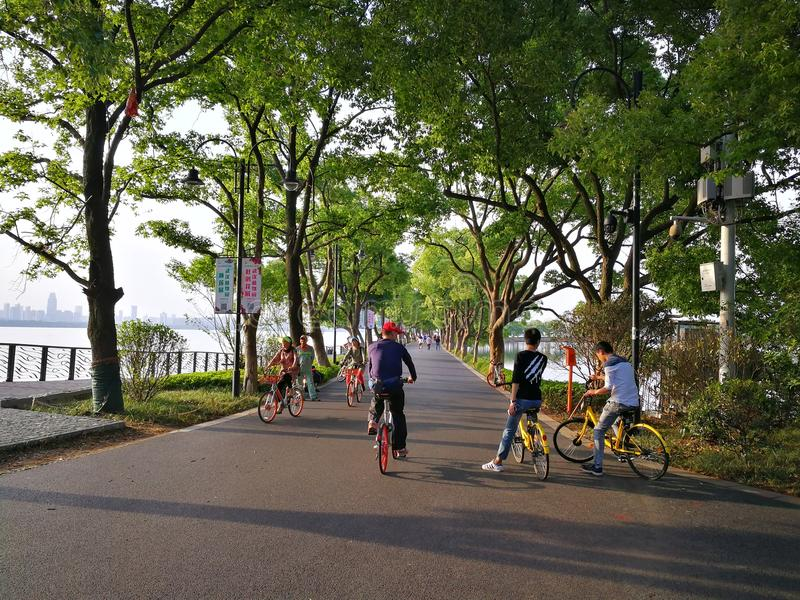 Восточный путь зеленого цвета озера стоковые фото