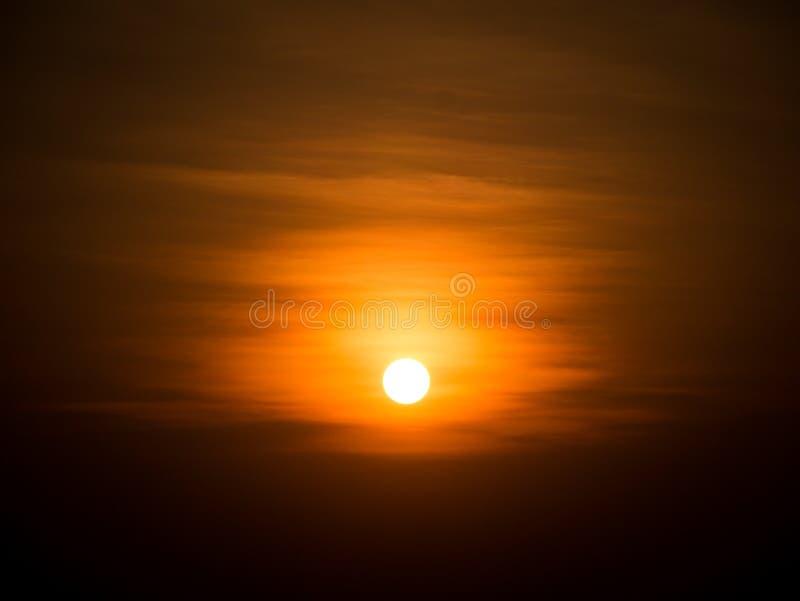 Восхода солнца продукция мощно солнечный золотой цвет стоковое изображение rf