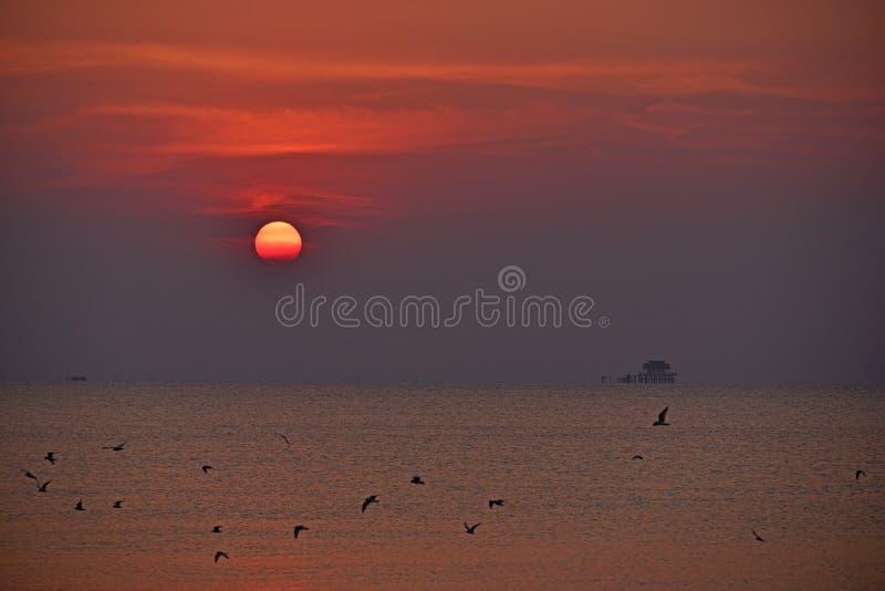 Восхода солнца церковь близко морским путем, Gulf of Thailand, provi Samut Sakhon стоковое изображение