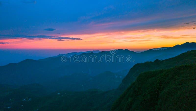Восходящее солнце от саммита одного в Тайване стоковые фотографии rf