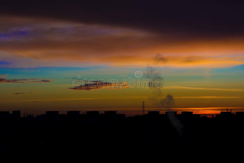 Восход солнца в городе стоковые изображения rf