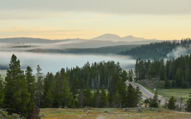 Восход солнца в национальном парке Йеллоустона стоковые изображения rf