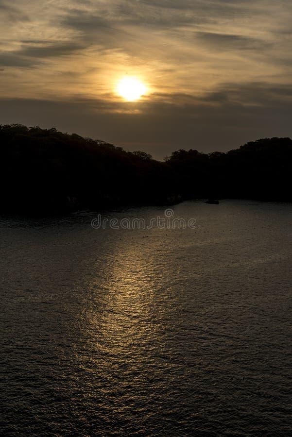 Восход солнца в Huatulco Мексике стоковое изображение