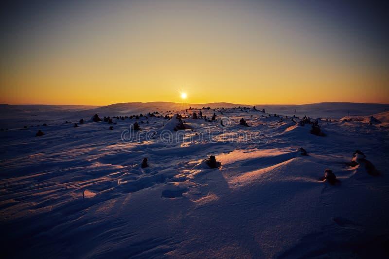 Восход солнца в icefield около арктики стоковые фотографии rf