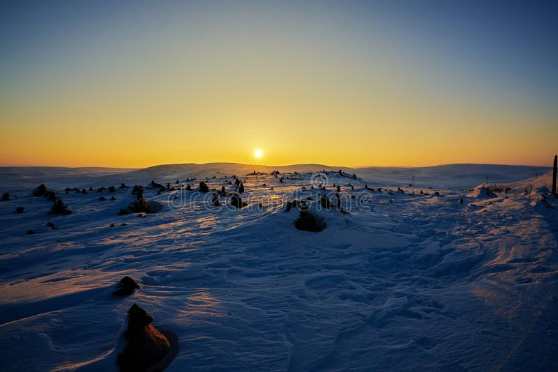 Восход солнца в icefield около арктики стоковые изображения