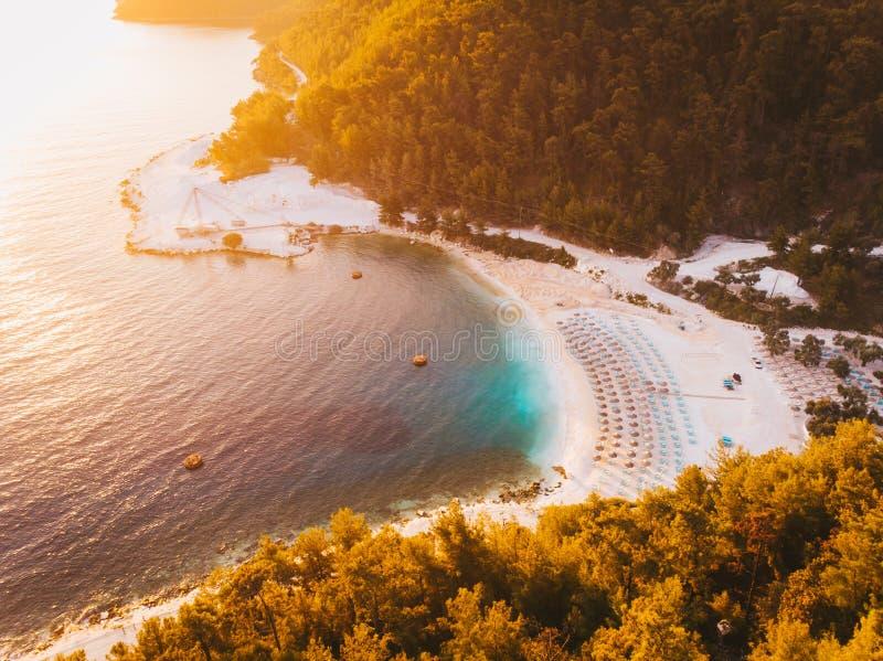 Восход солнца в Thassos на съемке пляжа мрамора Порту Vathy воздушной используя трутня стоковое фото rf