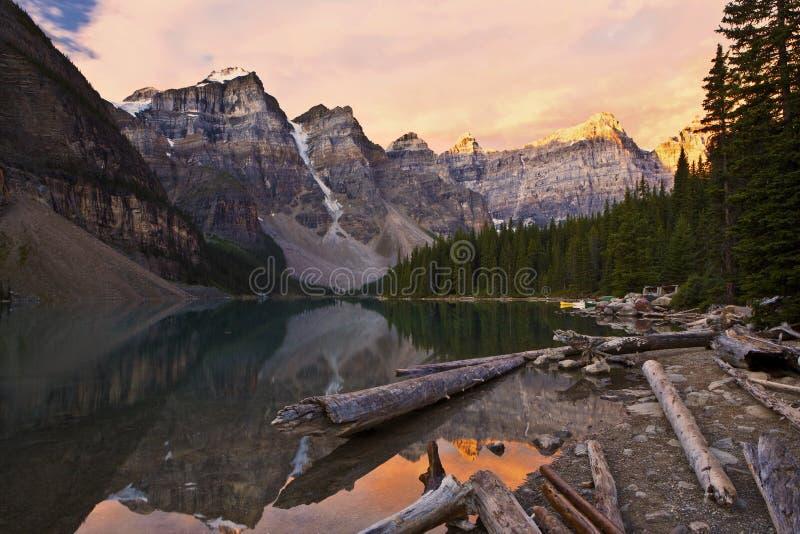 восход солнца морены озера стоковые фотографии rf