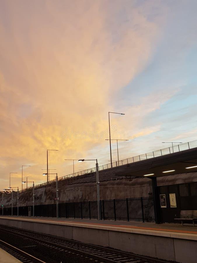 Восход солнца над вокзалом стоковая фотография rf
