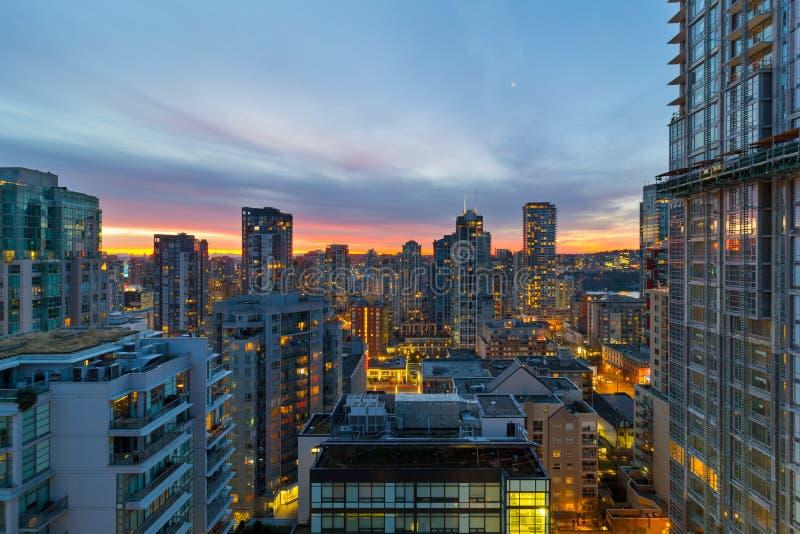 Восход солнца над городским пейзажем Ванкувера ДО РОЖДЕСТВА ХРИСТОВА жилым на зоре стоковые фотографии rf