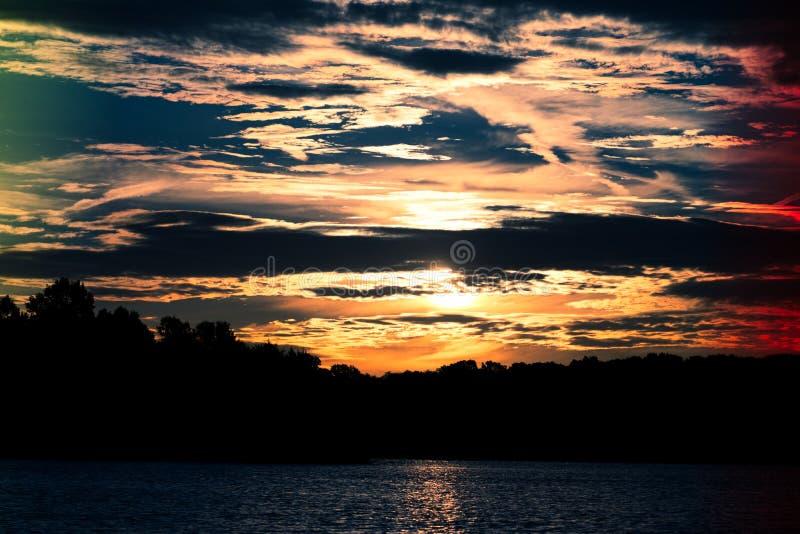 Восход солнца над озером Анна стоковые изображения rf