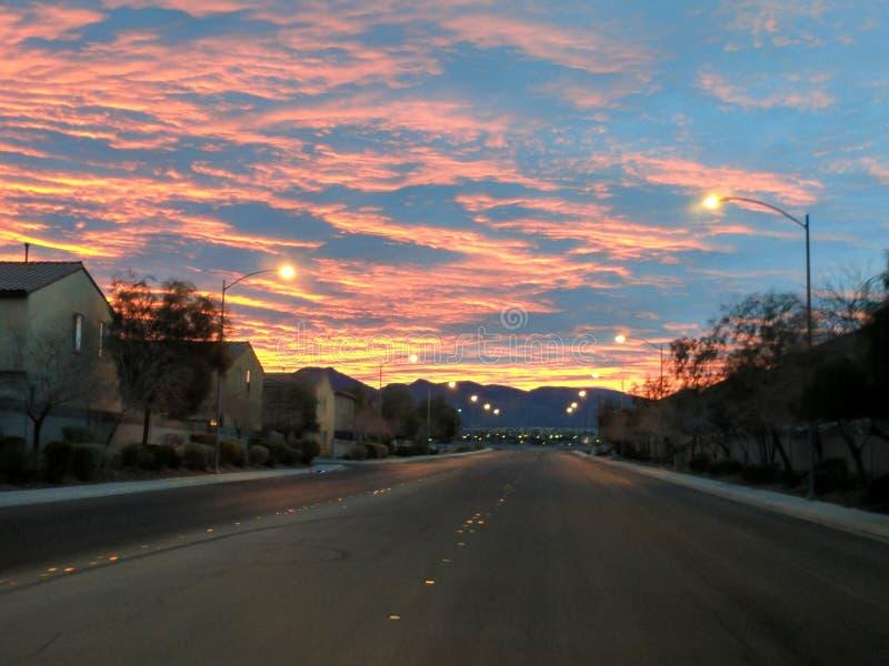 Восход солнца над Suburia стоковые фотографии rf