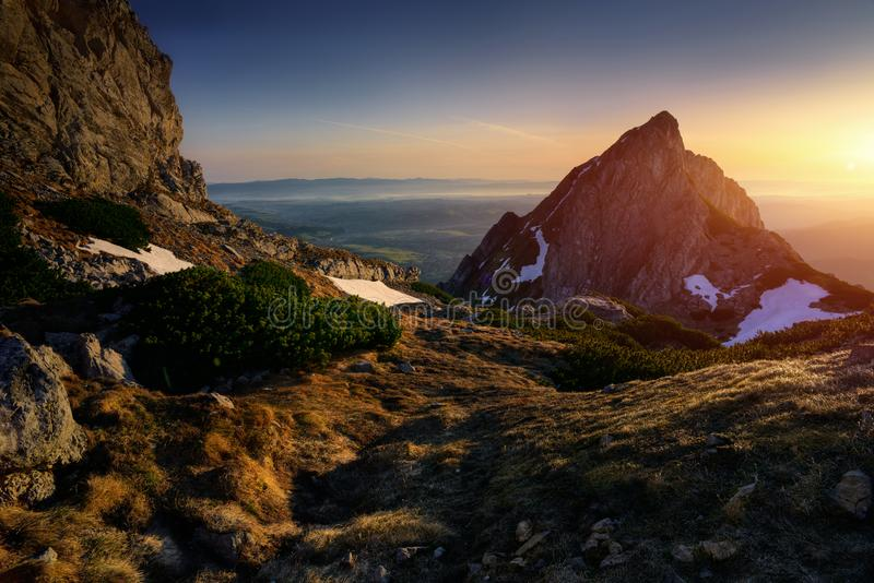 Восход солнца на горе Tatra Пик Giewont стоковые фотографии rf