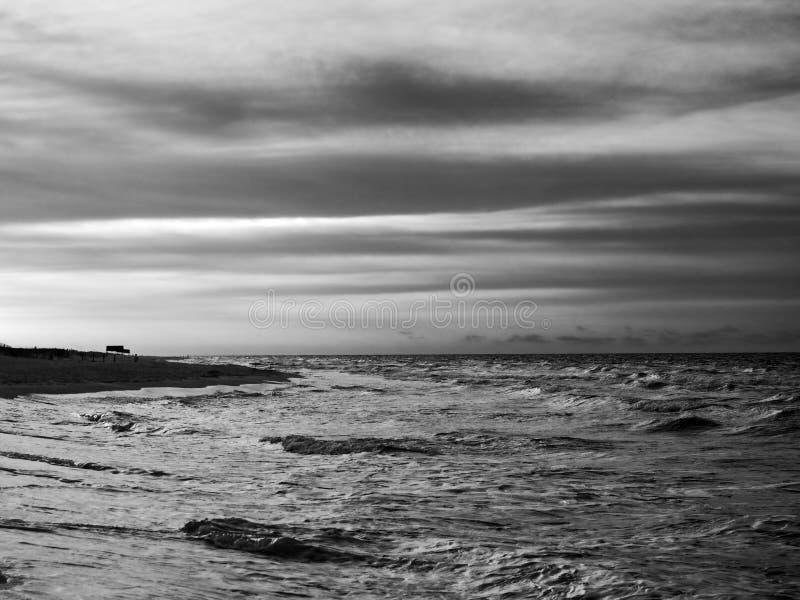 Восход солнца на Мексиканском заливе B&W стоковое фото rf