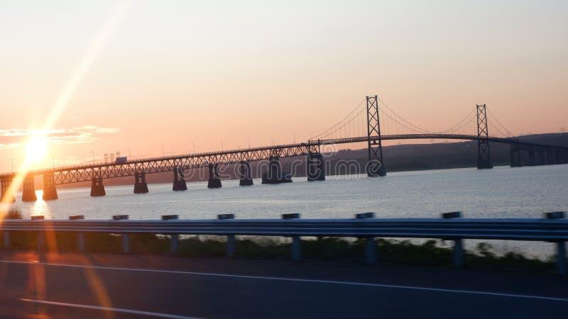 Восход солнца на мосте стоковая фотография