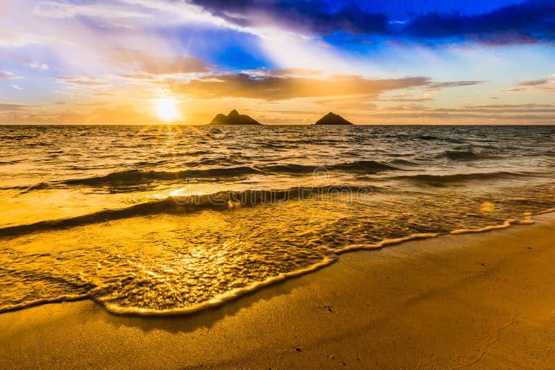 Восход солнца на пляже Lanikai в Kailua Оаху Гаваи стоковое изображение rf