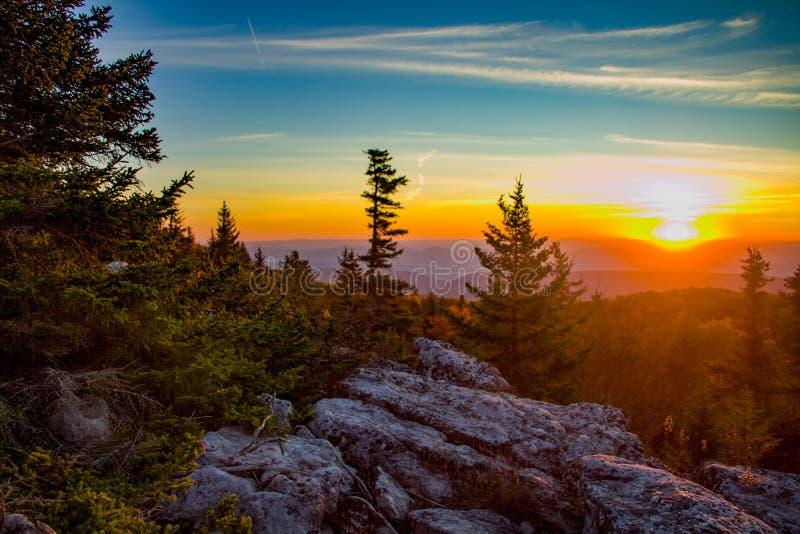 Восход солнца на утесах медведя в районе дикой природы дернов тележки стоковое фото