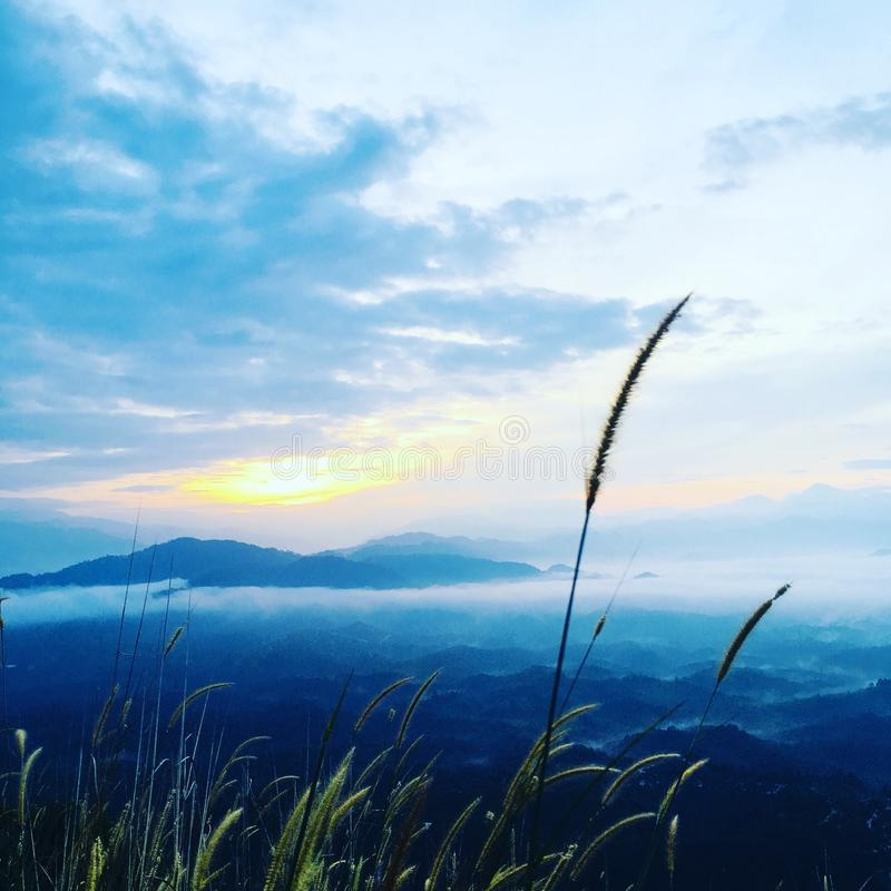 Восход солнца на холме Brekeh стоковая фотография rf