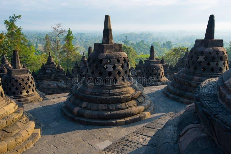 Восход солнца на Borobudur - буддийском виске Центральная Ява, Индонезия стоковые изображения