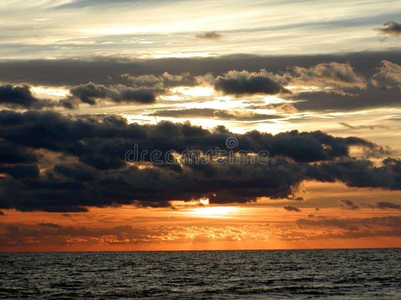 восход солнца океана 2 горизонтов стоковые фотографии rf