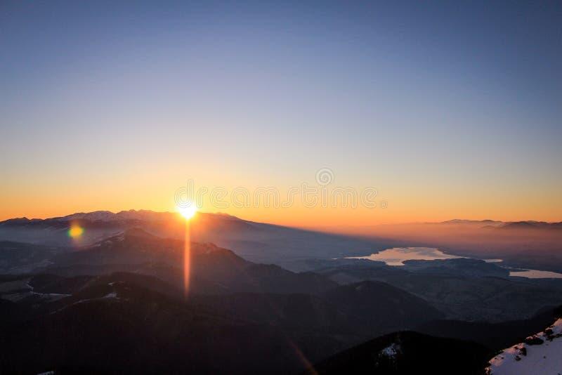 Восход солнца от montains стоковые фотографии rf