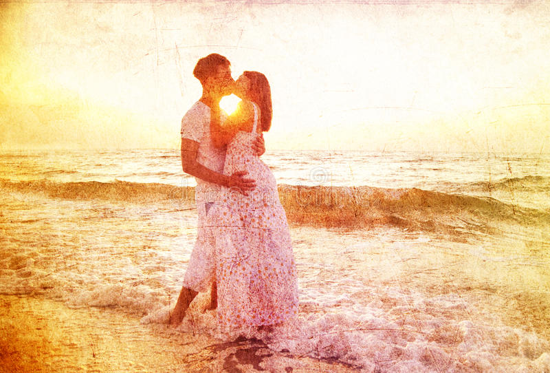 восход солнца пар целуя стоковое фото rf