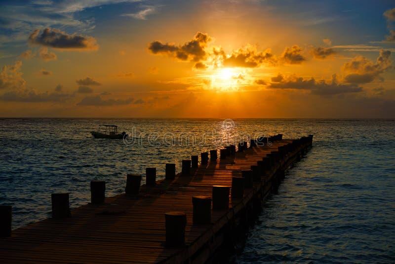 Восход солнца пристани Майя Ривьеры в карибское майяском стоковое фото