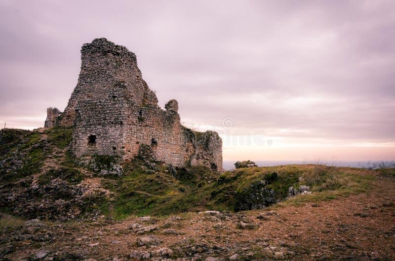 Восход солнца руин замка Turna стоковая фотография rf