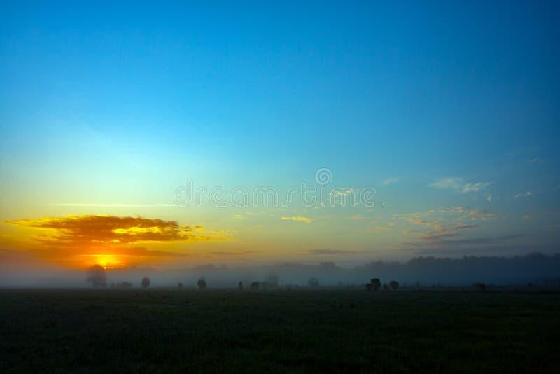 Восход солнца с облаками, восход солнца в утре стоковые фотографии rf