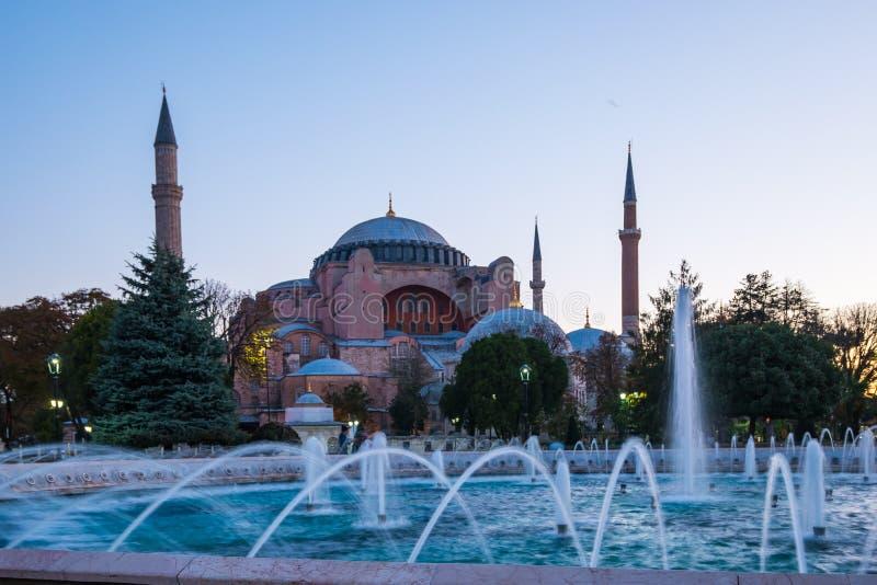 Восход солнца с Hagia Софией в городе Стамбула, Турции стоковые фотографии rf