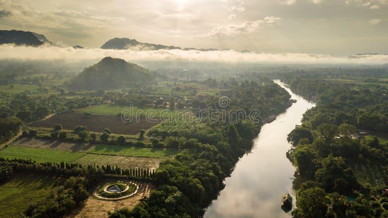 Восход солнца утра над рекой Kwai стоковое изображение rf