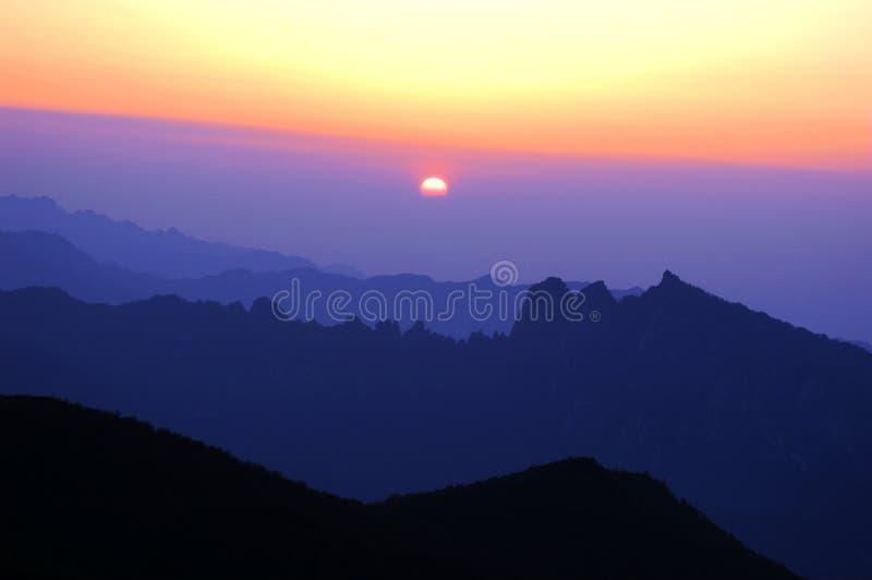 Download восход солнца стоковое изображение. изображение насчитывающей пейзаж - 6861611