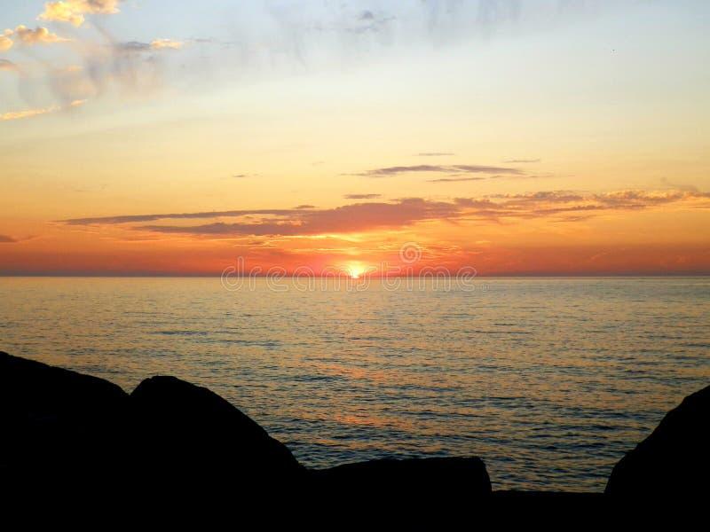 Восход солнца Lake Michigan в гаван Wi Вашингтона стоковые фотографии rf