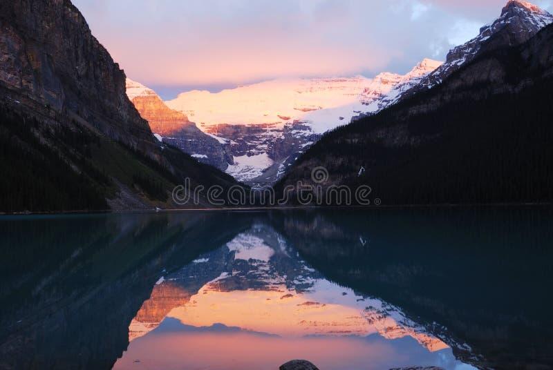 восход солнца louise озера стоковые фотографии rf