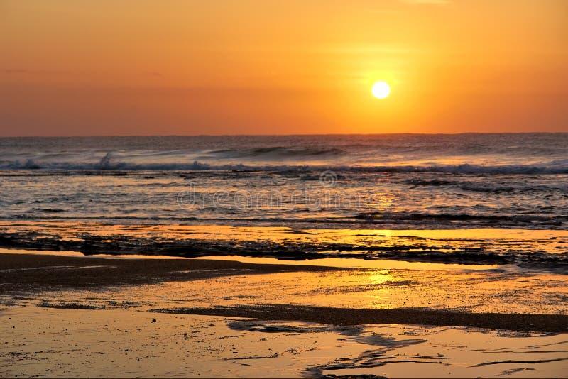 восход солнца st lucia пляжа утесистый стоковое изображение
