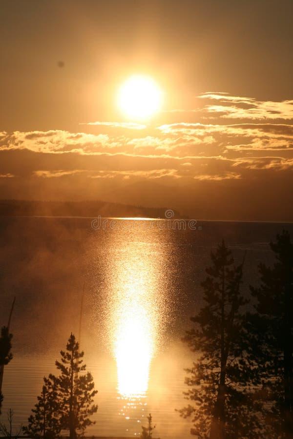 восход солнца yellowstone озера стоковые изображения rf
