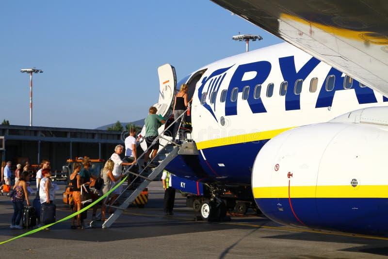 Восхождение на борт Ryanair стоковое фото rf