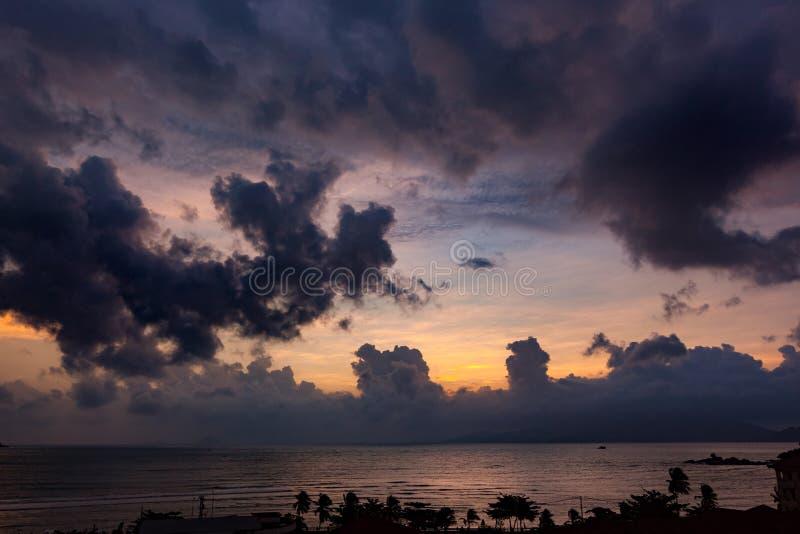 Download Восход солнца Вьетнам стоковое изображение. изображение насчитывающей остров - 81802487